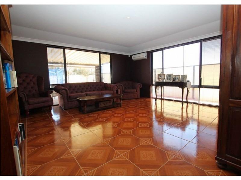 28 Marraboor Place, Success WA 6164