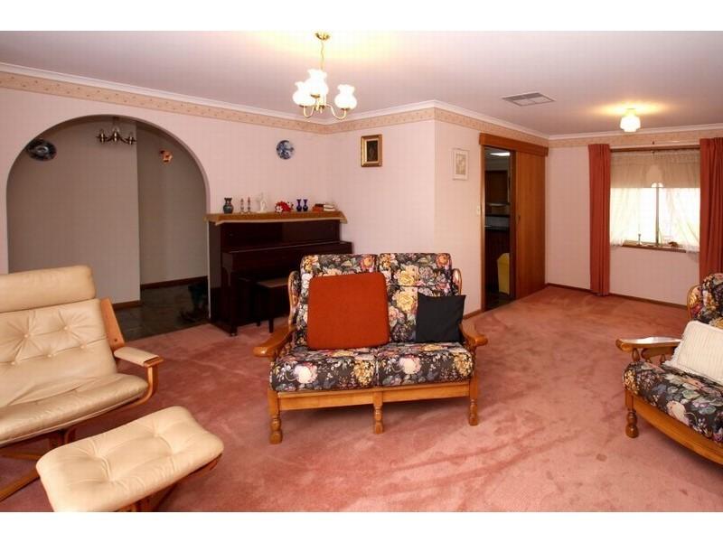 11 Deborah Road, Aberfoyle Park SA 5159