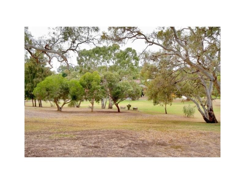 15 Woodlea Drive, Aberfoyle Park SA 5159