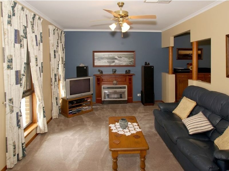 53 Tania Drive, Aberfoyle Park SA 5159