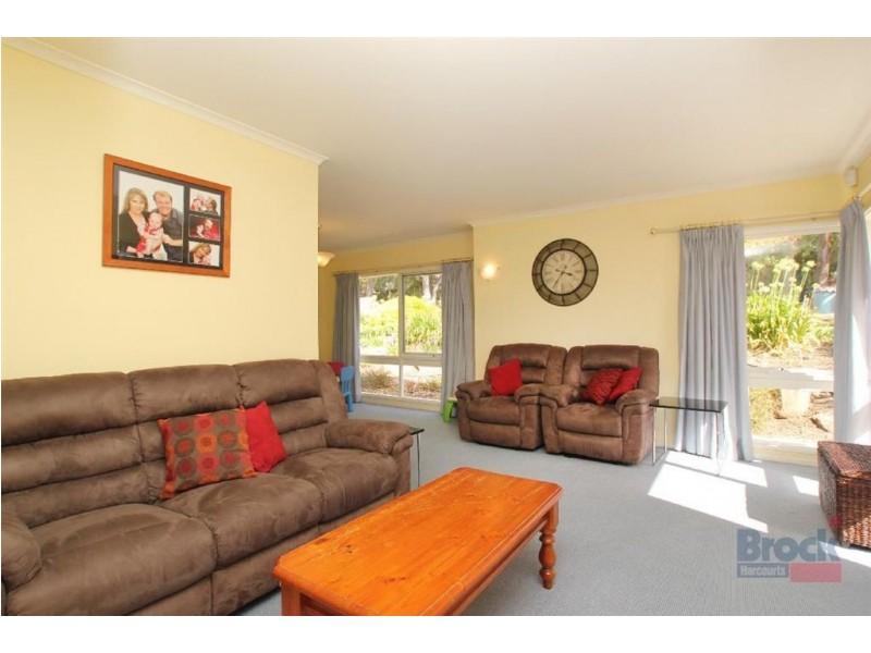 27 Crossdale Drive, Aberfoyle Park SA 5159