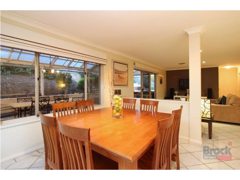 4 The Oaks Parade, Aberfoyle Park SA 5159