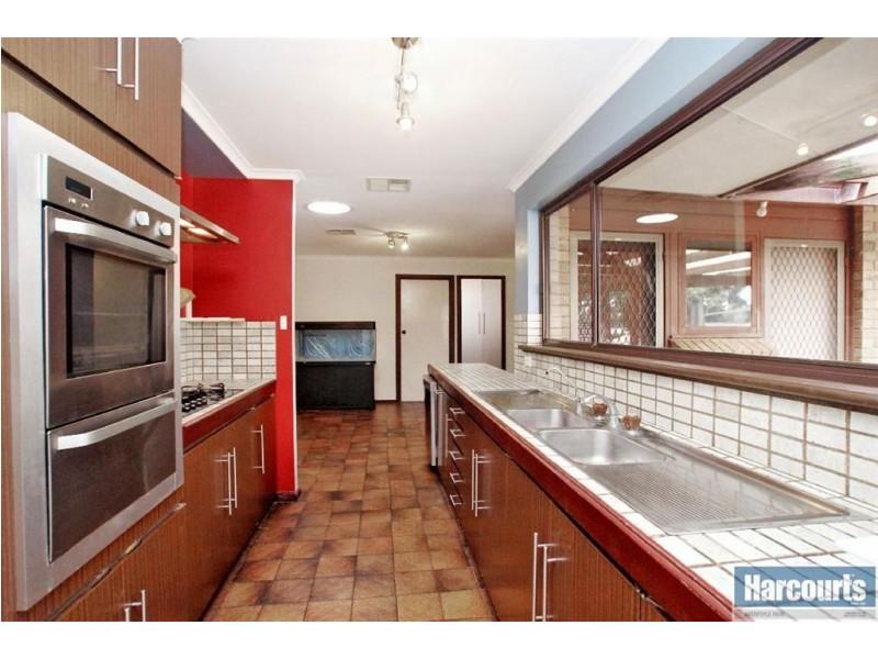 22 Tania Drive, Aberfoyle Park SA 5159