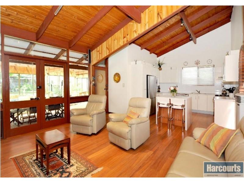 18 Canberra Drive, Aberfoyle Park SA 5159