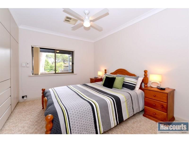 11 Oakridge Road, Aberfoyle Park SA 5159