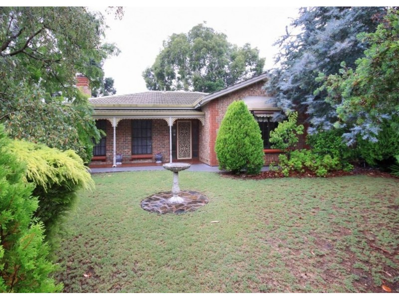 25 Pine Drive, Aberfoyle Park SA 5159
