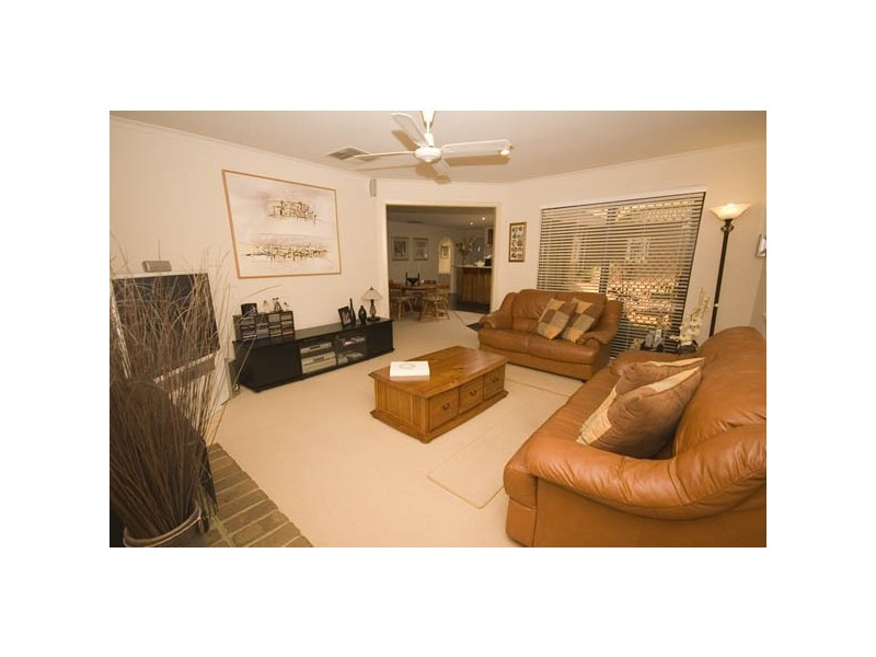 1 Tania Drive, Aberfoyle Park SA 5159