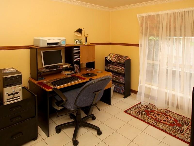 18 Outlook Drive, Aberfoyle Park SA 5159