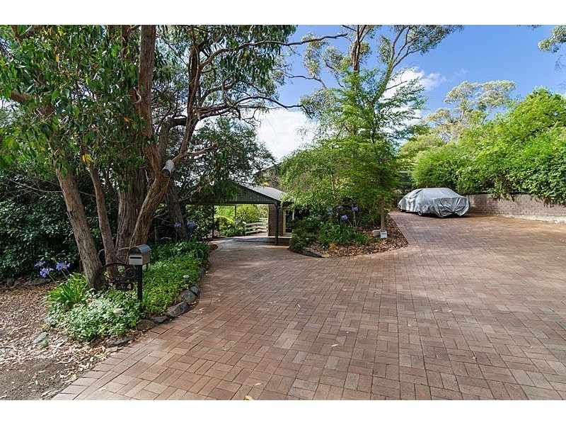 4 Heather Road, Stirling SA 5152