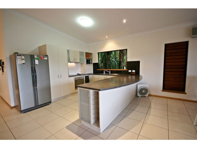 2/61 Country Road, Cannonvale QLD 4802