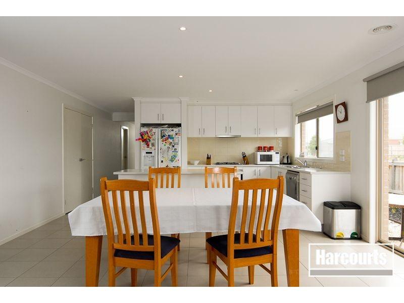 8 Elysian Place, Cranbourne West VIC 3977