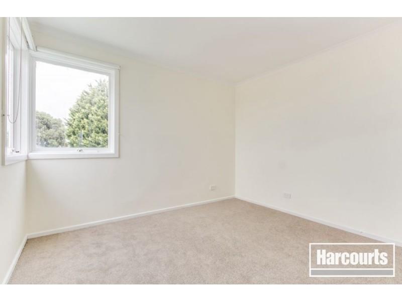 8 Scarborough Avenue, Cranbourne West VIC 3977