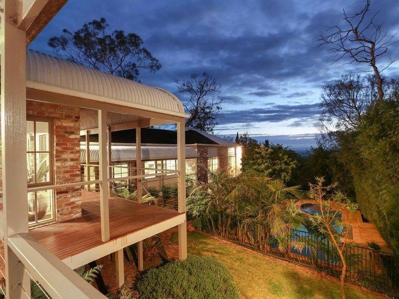 10 Eumeralla Grove, Mount Eliza VIC 3930