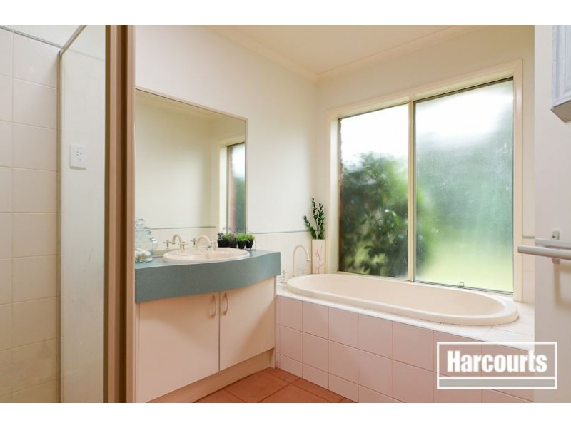 8 Keswick Court, Narre Warren South VIC 3805