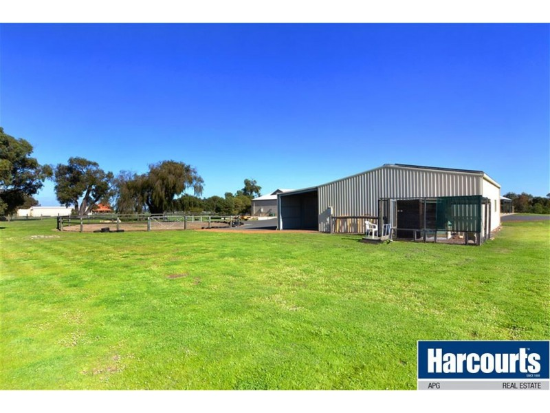 572 Cathedral Avenue, Leschenault WA 6233