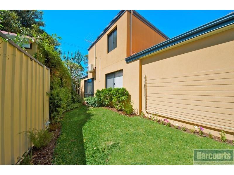 136 Kitchener Road, Alfred Cove WA 6154