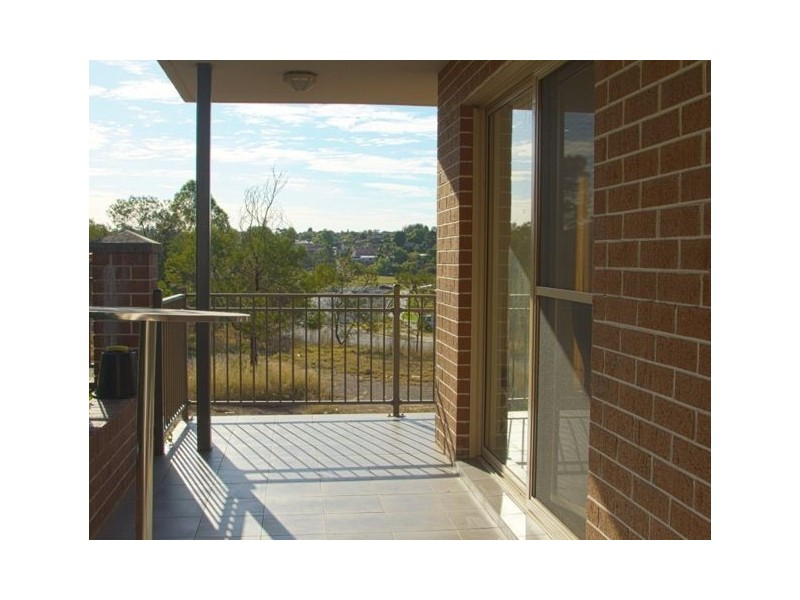33/41 Woodhouse Drive, Ambarvale NSW 2560