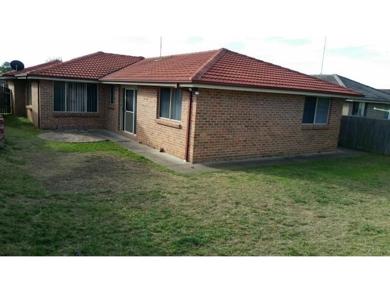 7 GUNN PLACE, St Helens Park NSW 2560