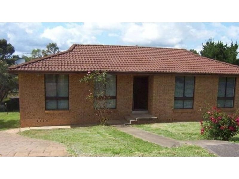 15 Brownlow Pl, Ambarvale NSW 2560