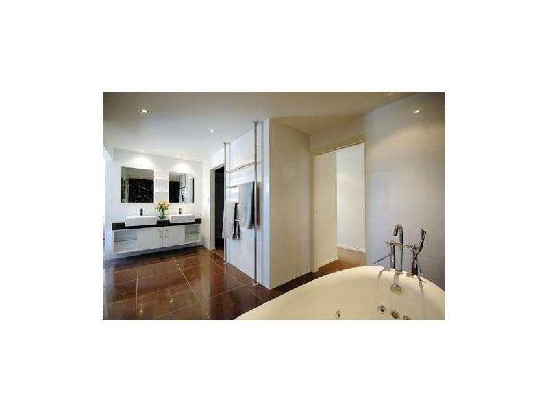 32 Park Avenue, Broadbeach Waters QLD 4218