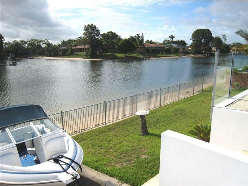 22 Welby Street, Broadbeach Waters QLD 4218