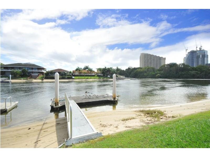 3/23 Hooker Blvd, Broadbeach Waters QLD 4218