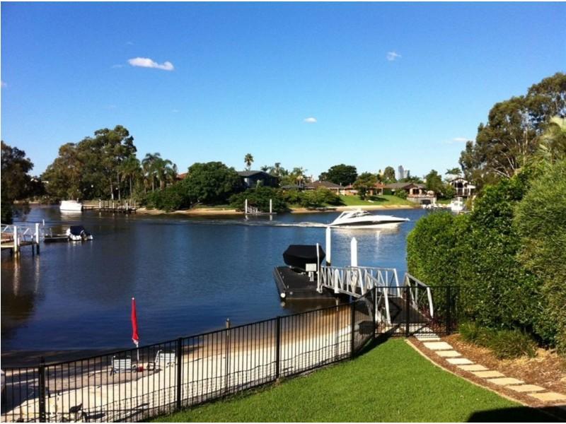 25 River Crescent, Broadbeach Waters QLD 4218