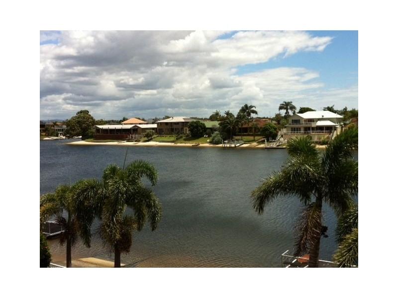 84 Waitomo Street, Broadbeach Waters QLD 4218