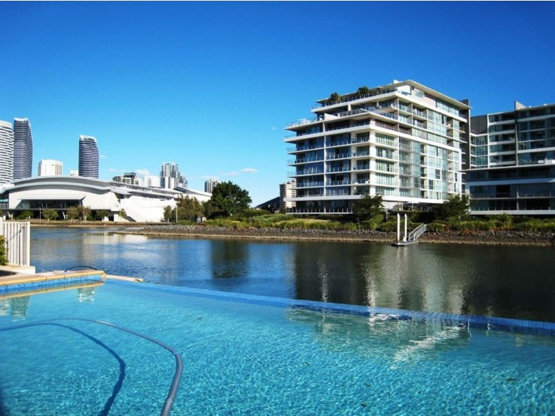 137 Allambi Ave, Broadbeach Waters QLD 4218