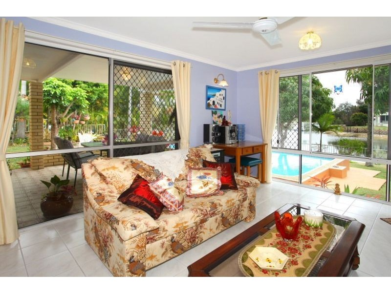 39 Park Avenue, Broadbeach Waters QLD 4218