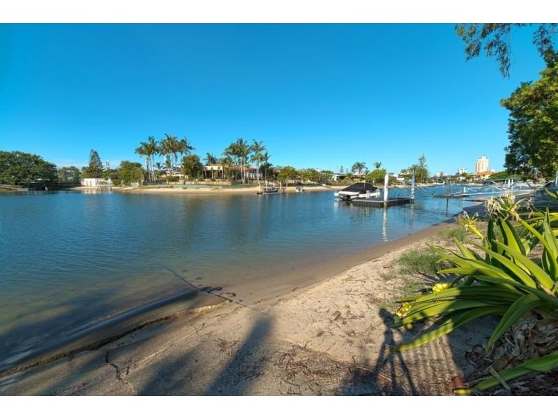 5 Grant Place, Broadbeach Waters QLD 4218