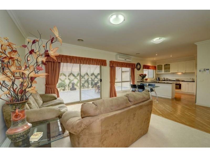 2 St Cedars Grove, Lake Gardens VIC 3355
