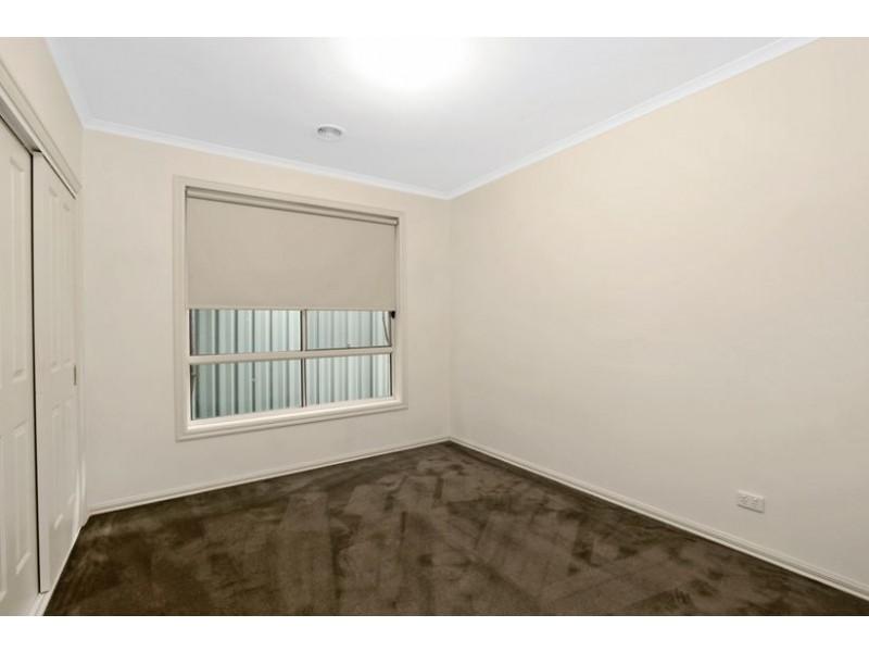 8 Renfrey Place, Craigieburn VIC 3064