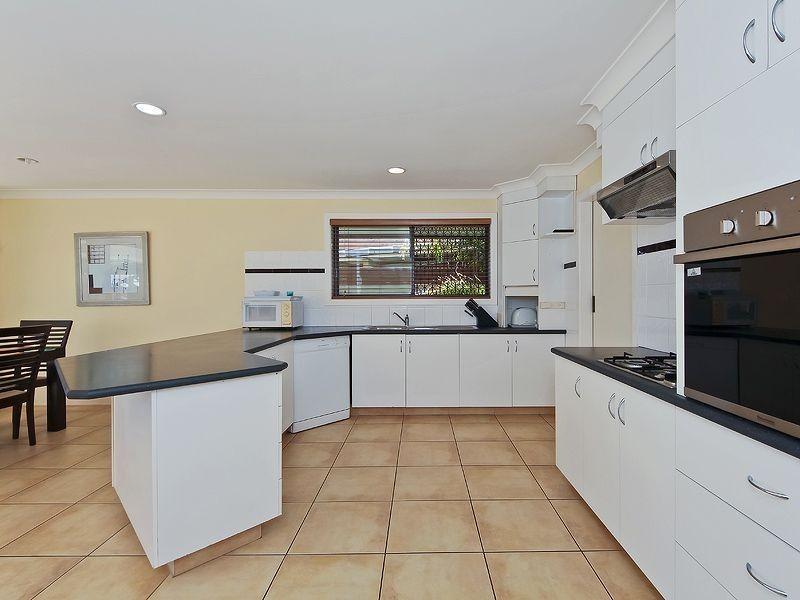 4 Rosemont Avenue, Broadbeach Waters QLD 4218