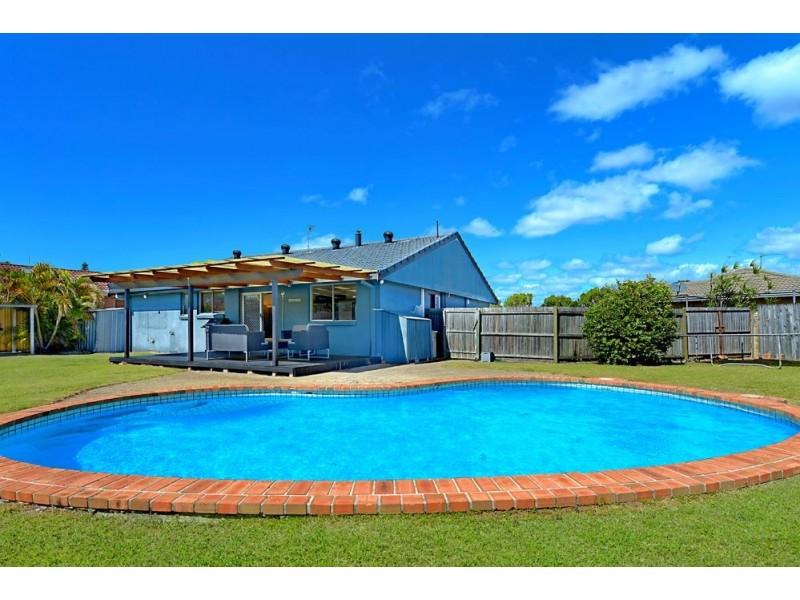 8 Rotorua Place, Clear Island Waters QLD 4226