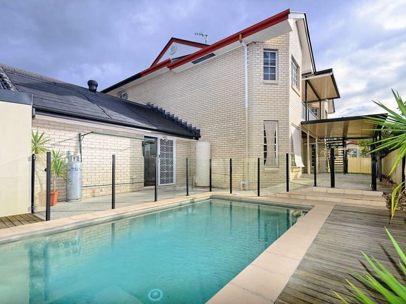 2 Ramada Place, Highland Park QLD 4211