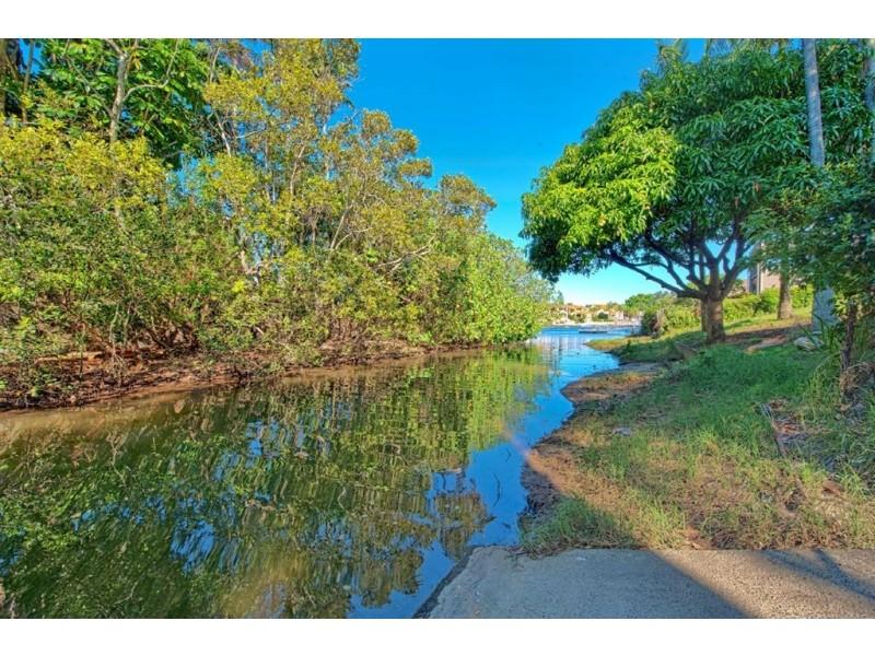 64 River Crescent, Broadbeach Waters QLD 4218