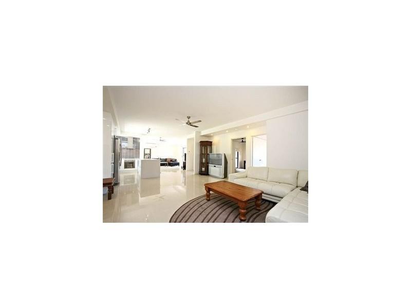 100 Waitomo Street, Broadbeach Waters QLD 4218