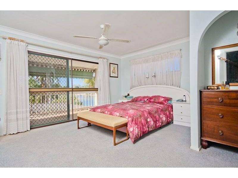 35 Bermuda Street, Broadbeach Waters QLD 4218