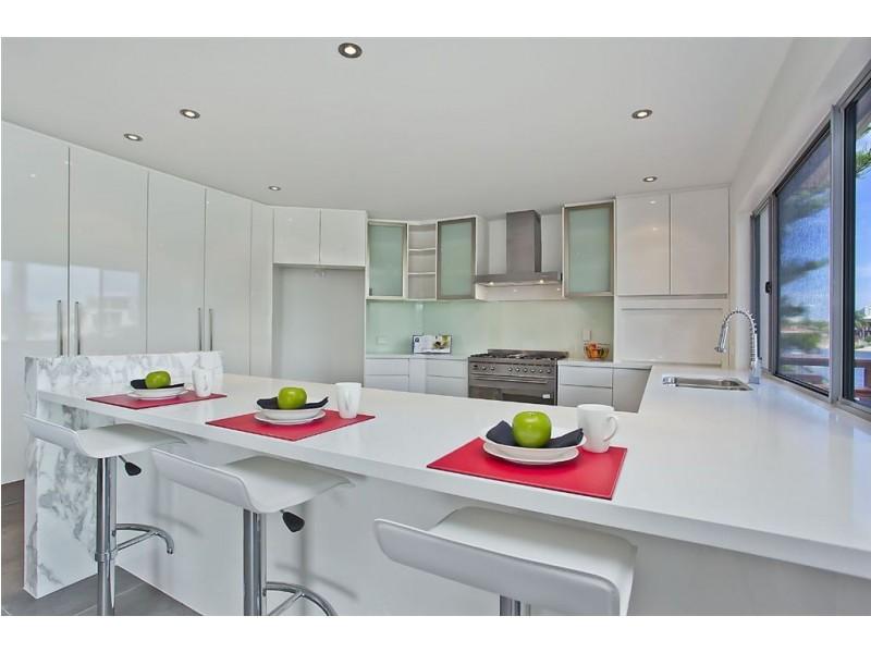 28 Summerland Key, Broadbeach Waters QLD 4218
