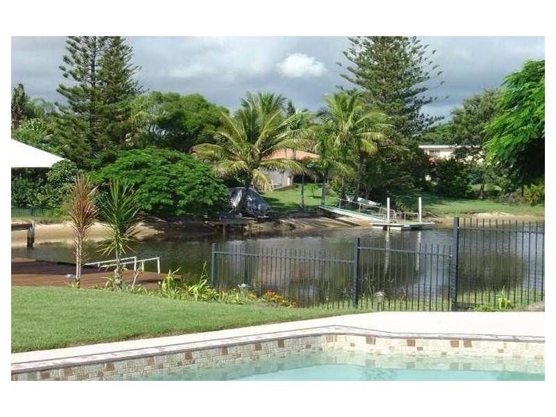 10 Moana Park Avenue, Broadbeach Waters QLD 4218