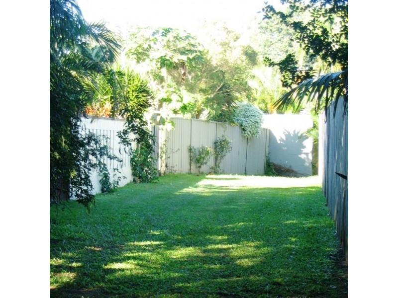 8 Moana Park Ave, Broadbeach Waters QLD 4218
