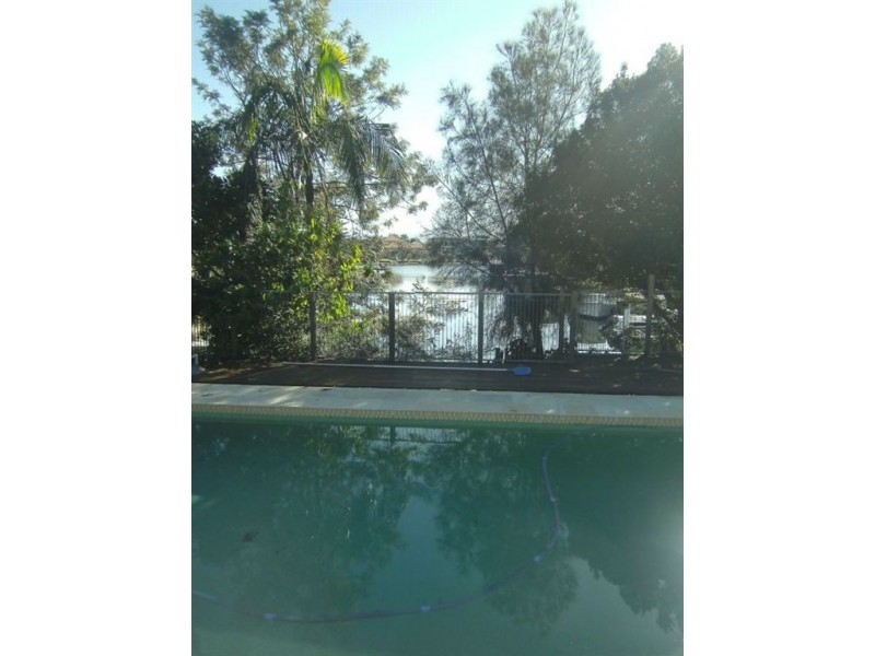 18 Bermuda, Broadbeach Waters QLD 4218