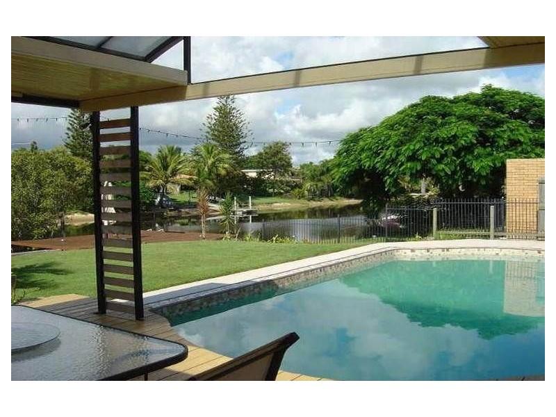 10 Moana Park, Broadbeach Waters QLD 4218