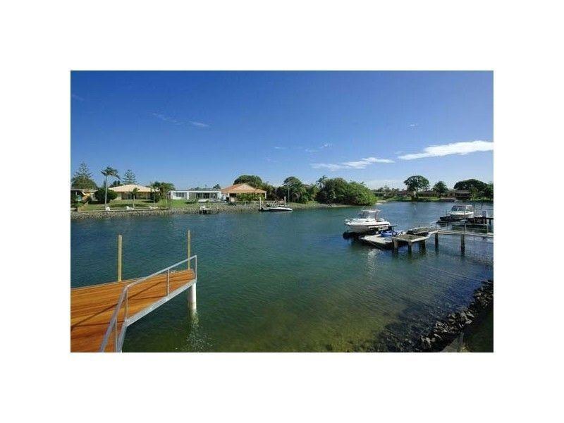 7 Allambi Avenue, Broadbeach Waters QLD 4218