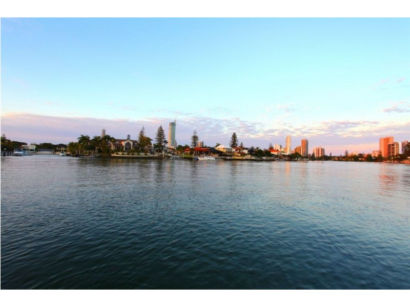 21 Cleland Cres, Broadbeach Waters QLD 4218