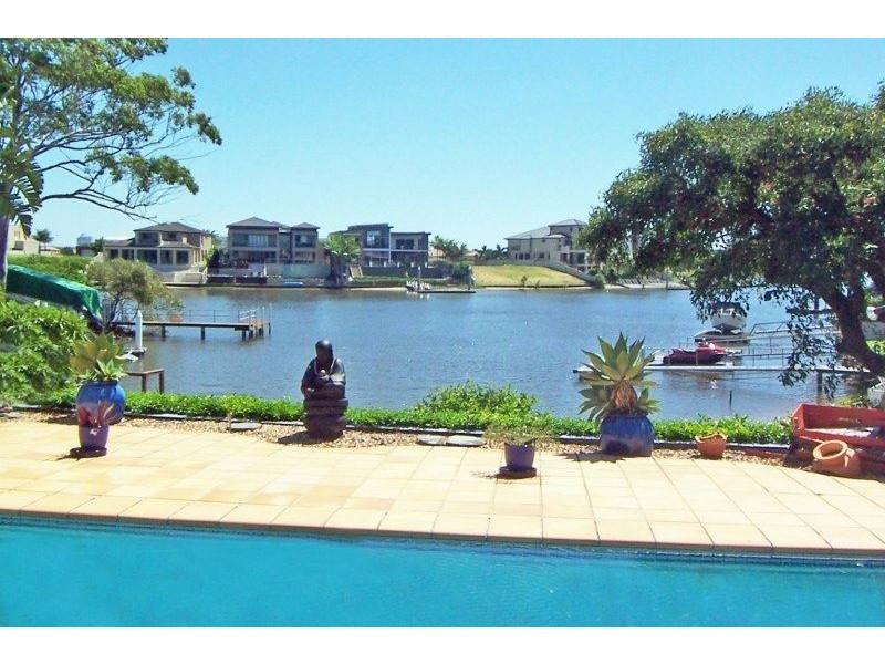 10 River Crescent, Broadbeach Waters QLD 4218
