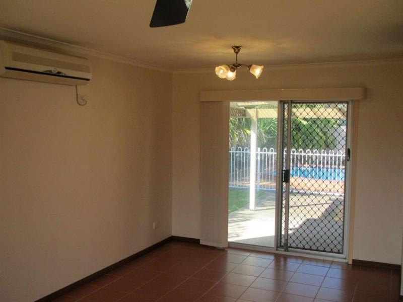 8 Waitomo Street, Broadbeach Waters QLD 4218