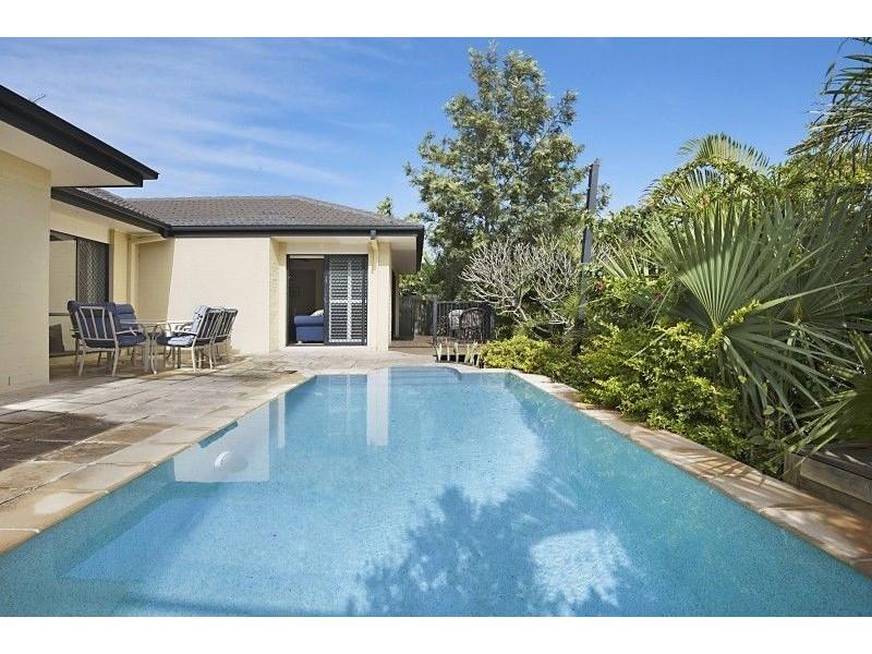 5 Crest View Key, Broadbeach Waters QLD 4218