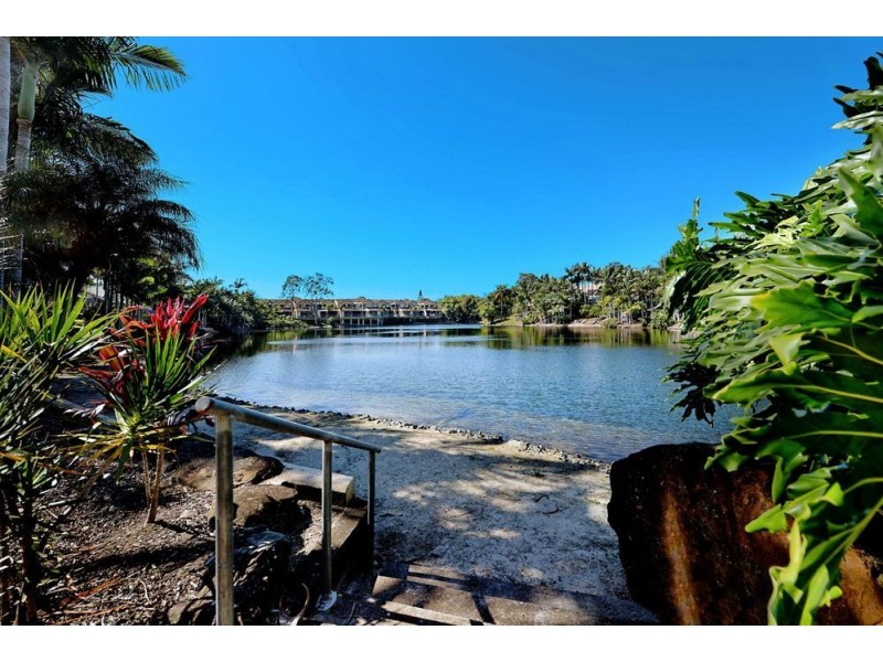 125 Santa Cruz Boulevard, Clear Island Waters QLD 4226
